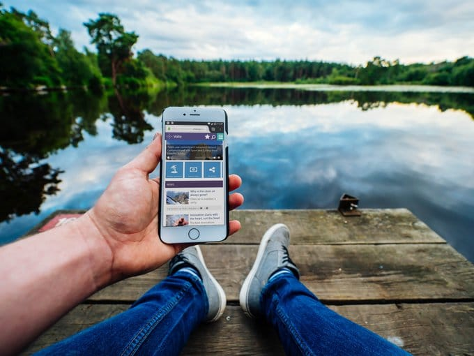 Valo mobile-app in users hand